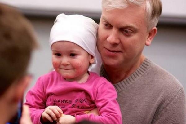 Тимур Бекмамбетов, Сергей Светлаков и Сергей Друзьяк устроили праздник в детской больнице
